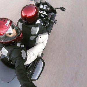 Pareja en moto